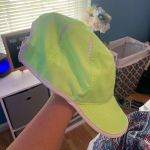 Nike Accessories - Nike Featherweight Hat
